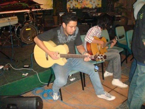 Gitaris Kita
